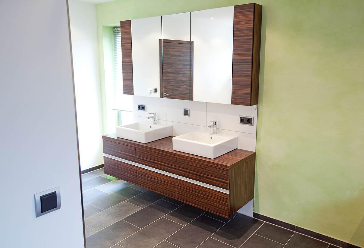waschtisch mit spiegelschrank tischlerei hehmann. Black Bedroom Furniture Sets. Home Design Ideas